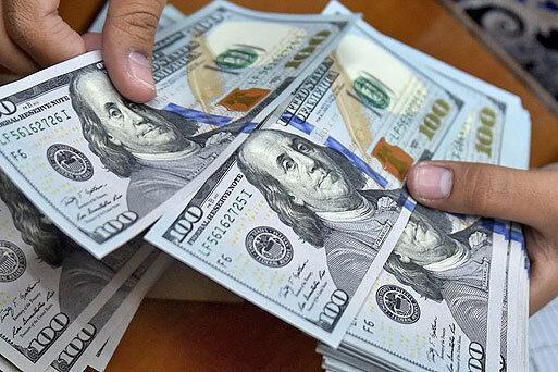 ادامه پیشروی دلار در کانال 13 هزار تومان ، افزایش فاصله نرخ خرید و فروش