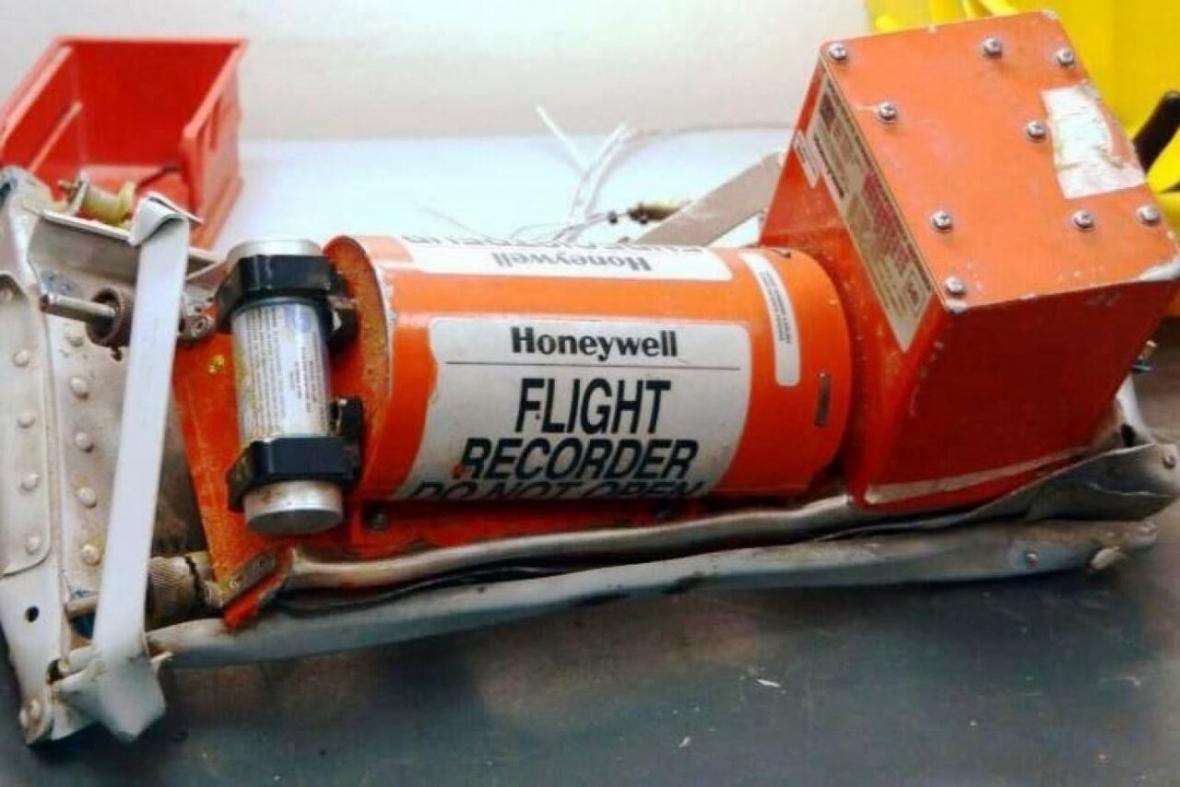 خبرنگاران دولت کانادا از ارسال جعبه سیاه هواپیمایی اوکراینی به فرانسه استقبال کرد
