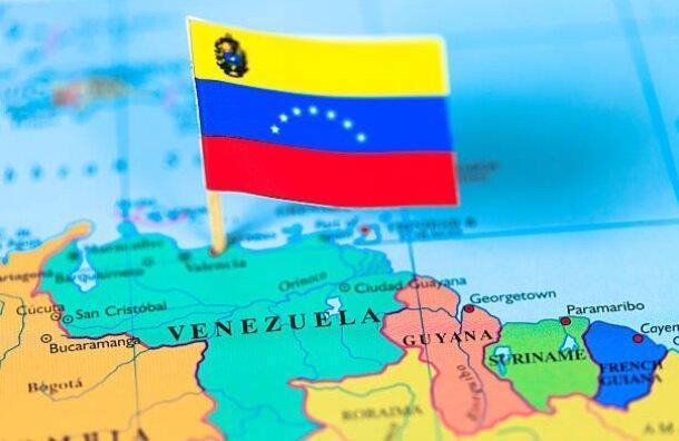حضور یک کشتی نیروی دریایی آمریکا در نزدیکی سواحل ونزوئلا