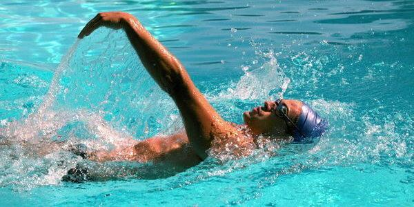 آموزش شنای کرال پشت