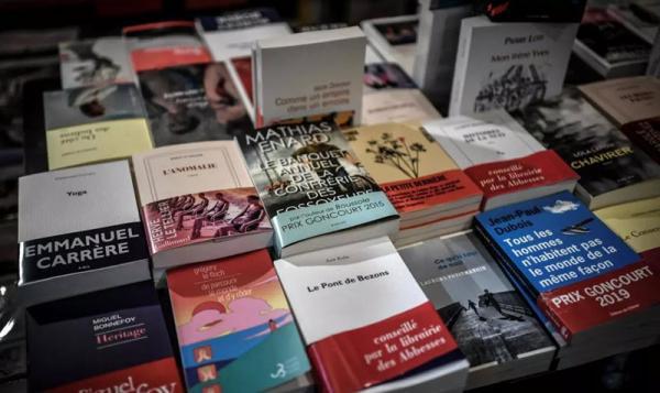 ناشر فرانسوی از مردم درخواست کرد که فعلا دیگر آثار خود را برای آنالیز و چاپ ارسال نکنند