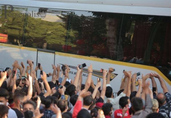 حاشیه ملاقات سپاهان - پرسپولیس، شعار طرفداران میزبان علیه سرخ ها، هشدار کرونایی پیروانی
