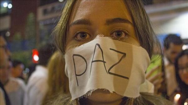 هزاران تن از مردم کلمبیا علیه خشونت راهپیمایی سکوت برگزار کردند