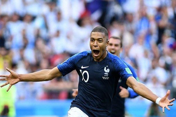 تساوی فرانسه مقابل مجارستان در استادیوم لبریز از تماشاگر