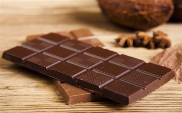 شکلات لاغر می نماید یا چاق؟